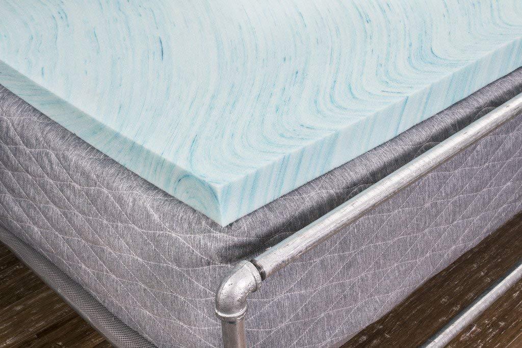 DreamFoam Bedding best memory foam mattress topper review by www.dailysleep.org