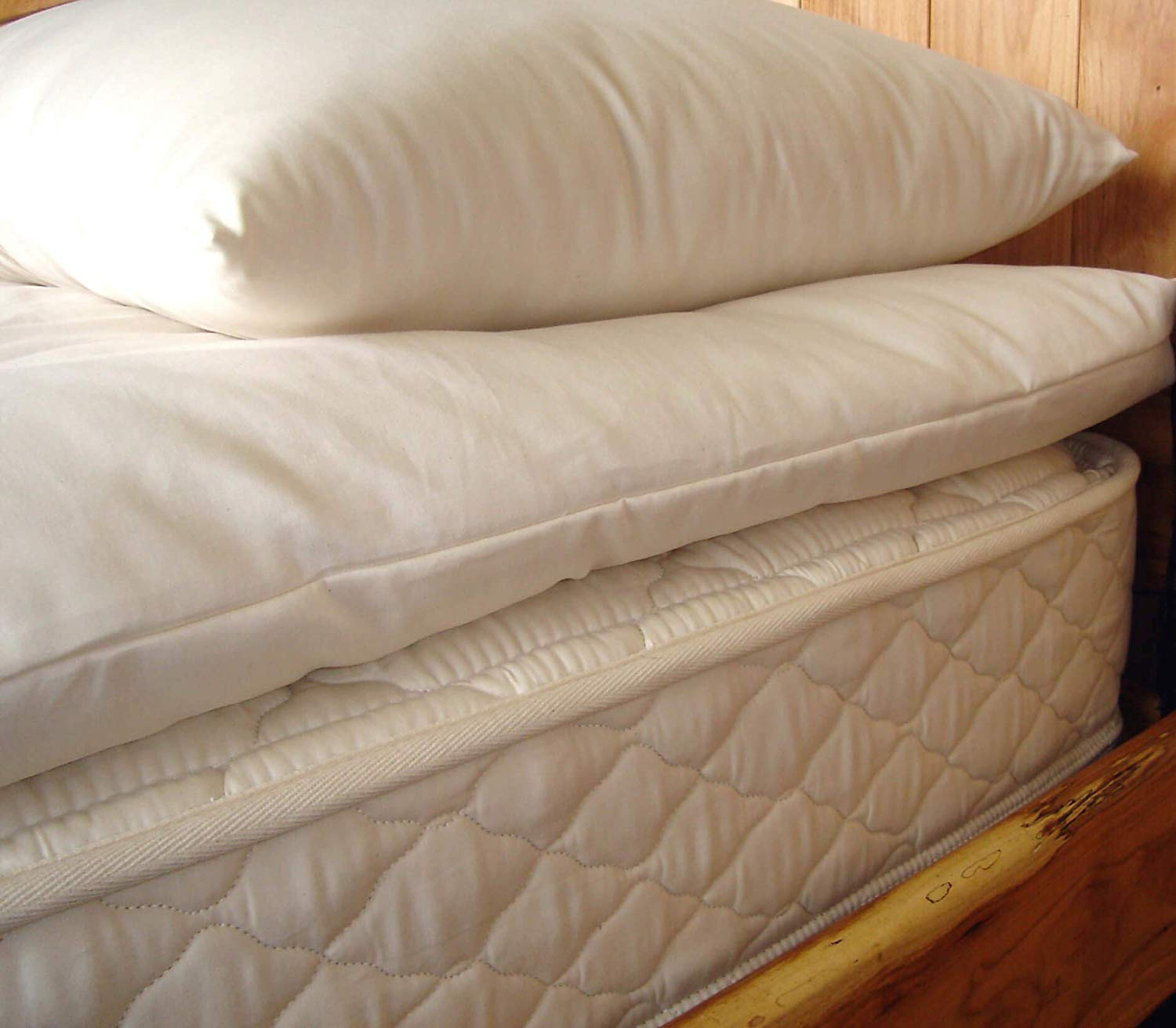 Holy Lamb Organics Wool Mattress Topper review by www.dailysleep.org