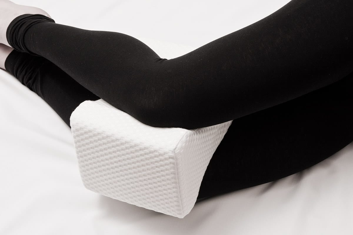 Best Knee Pillow Reviews and buying guide by www.dailysleep.org