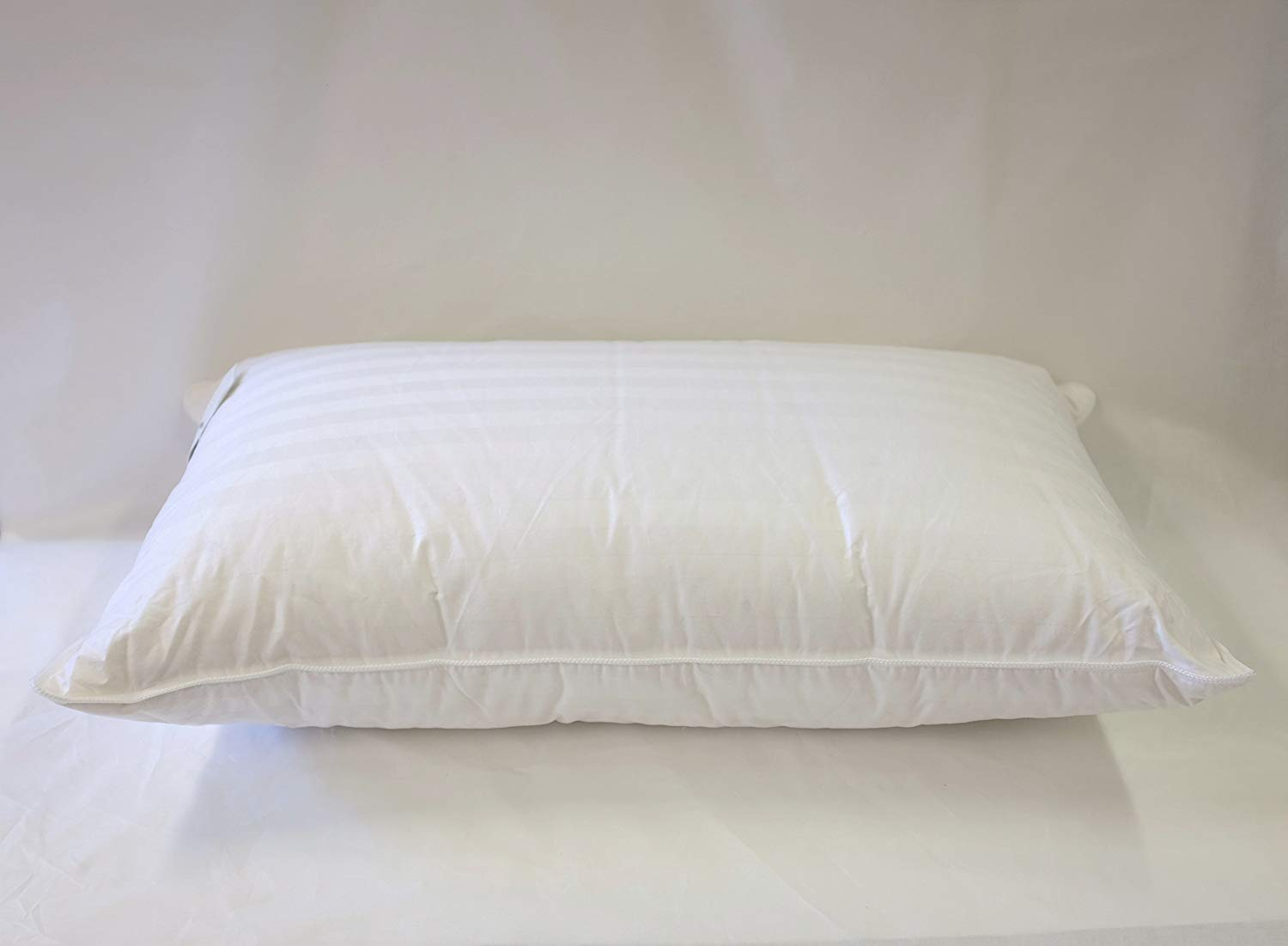 Continental Bedding best feather pillows review by www.dailysleep.org