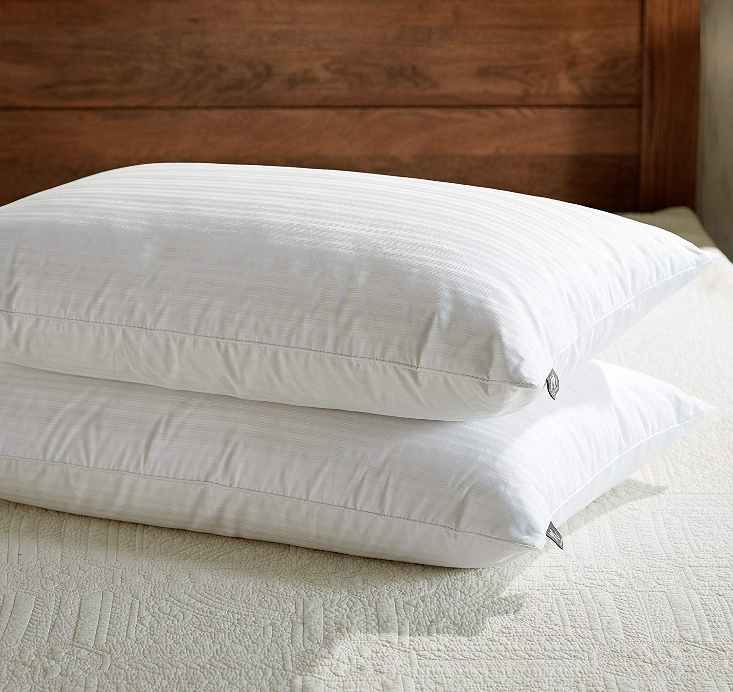 downluxe best feather pillows review by www.dailysleep.org