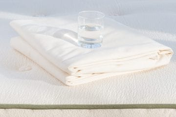 the best Waterproof Mattress Pad reviews and buying guide by www.dailysleep.org